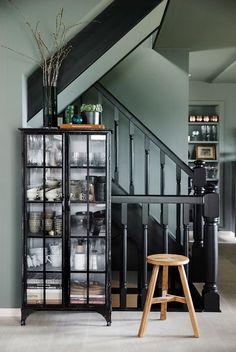 Lidenskaplig opptatt av estetikk! - LADY Inspirasjonsblogg Wall Colors, Colours, Marrakech, China Cabinet, Bookshelves, Dining Table, Storage, Lady, Furniture