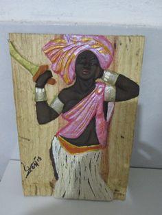 Quadro feito em madeira reciclada e esculpido a mão. Imagem a sua escolha.