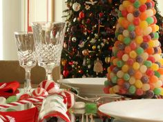 Table Setting Christmas Tree Garland Ideas