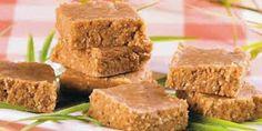 56 Doces para festa junina Brazil Food, Peanut Brittle, Cornbread, Sweet Recipes, Banana Bread, Deserts, Food And Drink, Sweets, Cooking