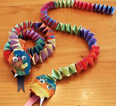 Craftiments: Chinese New Year Snake Craft.ssssso good for a Chinese New Year craft activity for young children. New Year's Crafts, Crafts For Boys, Projects For Kids, Art For Kids, Arts And Crafts, Jungle Art Projects, Paper Crafts Kids, Animal Art Projects, Diy Projects
