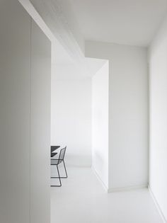 class white and black loft – http://minimalism.co