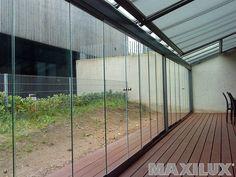 Plně vybavené hliníkové zastřešení terasy včetně integrované markýzy, předního a bočního zasklení
