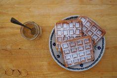 Vafle z olejového těsta Breakfast, Food, Breakfast Cafe, Meal, Hoods, Morning Breakfast, Eten, Meals