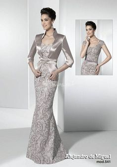 Brides imagine having the most suitable wedding day, but for this they require the best wedding dress, with the bridesmaid's dresses actually complimenting the wedding brides dress. These are a few tips on wedding dresses. Blue Bridesmaid Dresses, Bridal Dresses, Mom Dress, Evening Dresses, Formal Dresses, Mothers Dresses, Mode Style, Beautiful Gowns, Designer Dresses