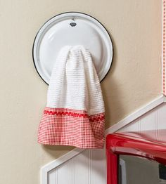 Pot lid towel holder
