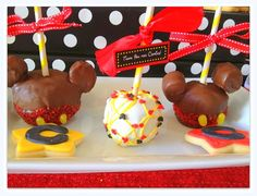 Caramel aples at a Mickey Mouse Party #mickeymouse #caramelapples