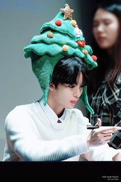 Jinyoung, Bae, Kpop, Merry Christmas, Winter Hats, Youth, Crochet Hats, Twitter, Photos