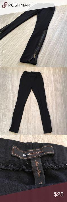 Black BCBG skinny pants w/calf high zip - sz XS Black BCBG skinny pants w/calf high zip - sz XS. Smoke/pet free home. BCBG Pants