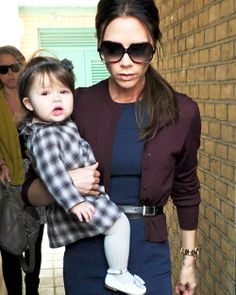 Victoria Beckham con su hija, Harper Seven #people #celebrities