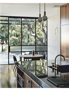 Subtly interweaving old and new, the St Kilda East House by Luke Fry Architecture & Interior Design does not seek to transform the stately art deco original. Australian Architecture, Interior Architecture, Interior Design, Australian Homes, Design Interiors, Contemporary Interior, Target Home Decor, Cheap Home Decor, Estilo Art Deco