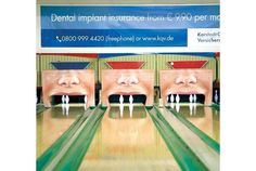 Photo by tricky3737上の画像は、ボウリングのピンを歯に見立てた歯科インプラントの広告。わざとボールを投げる手元...