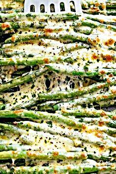 Roasted Green Beans are a delicious holiday side dish, roasted in olive oil, garlic and parmesan, then baked with cheese until melted and bubbling! The perfect side dish to serve along with your turkey, mashed potatoes - Side Dishes For Chicken, Side Dishes Easy, Vegetable Side Dishes, Side Dish Recipes, Vegetable Recipes, Turkey Side Dishes, Pizza Side Dishes, Easter Side Dishes, Low Carb Side Dishes