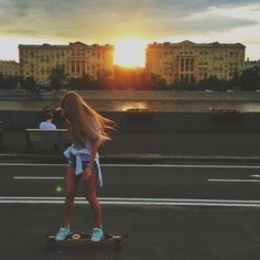 Uploaded by Never fall in love. Find images and videos about girl, fashion and style on We Heart It - the app to get lost in what you love. Skater Girl Style, Skater Girl Outfits, Girls Skate, Skate And Destroy, Skate Style, Skateboard Girl, Favim, Poses, Skateboarding