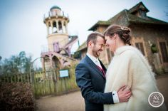 Photo de couple mariage au hameau de la reine - Versailles  wedding pictures are happening here.