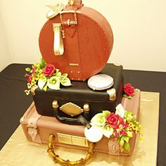 Vintage Luggage Wedding Cake - original, such detail
