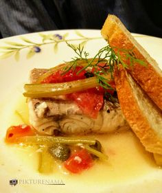 Braised Sea Bass with capers and celery All Restaurants, Sea Bass, Food Reviews, Celery, Thai Red Curry, Pizza, Italy, Plates, Ethnic Recipes