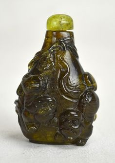 A tourmaline snuff bottle carved with foo dogs. 19th century. Height - 2 1/4""