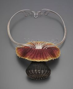 Mary Lee Hu, Choker #48, 1979. Fine and sterling silver, 24k gold, and lacquered copper. Courtesy Museum of Fine Art, Boston