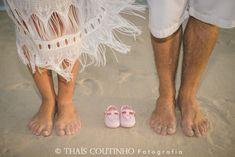 sessao foto gravida praia pregnant photo shoot beach sunset Beach Family Photos, Beach Photos, Doula, Pregnancy Photos, Photo Shoot, Maternity, Poses, Baby, Photography