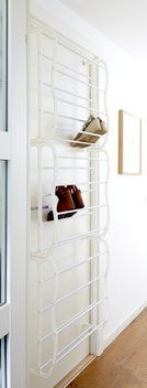 Skru fast i nni skap? Small Space Solutions, Scandinavian Living, Shoe Storage, Home Organization, Organizing, Dressing Room, Room Inspiration, Shoe Rack, Small Spaces