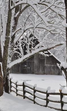 *Winter, love old barns Winter Szenen, I Love Winter, Winter Magic, Winter Christmas, Winter White, Winter Season, Magical Christmas, Christmas Images, Winter 2017