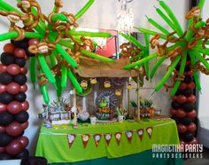 Jungle Party with balloon palm trees and monkeys!  #jungleparty #balloons