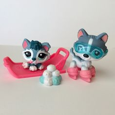 Lps huskies puppy and adult with pink bed and snowball pile ice skates and blue snowboard glasses