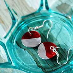This Christmas season, instead of just decorating your tree, decorate your ears with these DIY Christmas Color Block Earrings. Simple yet stylish, these DIY earrings are a perfect pair for the holiday season. Their metallic silver bottom half give these DIY jewelry pieces a chic look, while the top red half make these earring festive and jolly.