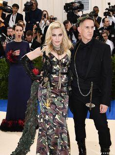 #Madonna Queen of Pop #MetGala2017 and #SarahPaulson • #Fashion #Diva #QueenOfPop #QueenOfReinvention