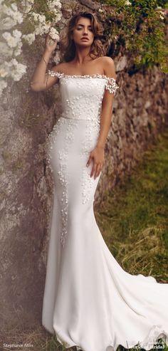 Classy Wedding Dress, Fit And Flare Wedding Dress, Long Wedding Dresses, Wedding Dress Styles, Wedding Fun, Wedding Ideas, Celebrity Wedding Gowns, Celebrity Style, Bridal Gowns