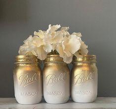 Gold Glitter Mason Jar, Glitter Vases, Wedding Centerpieces Mason Jars, Gold Wedding Decorations, Mason Jar Photo, Mason Jar Diy, Mason Jar Flowers, Flower Vases, Decorated Jars