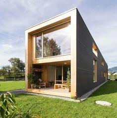 37m in Hohenems par Juri Troy architects - Hohenems, Autriche. Impressionnante maison bois contemporaine de 37m de long en Autriche