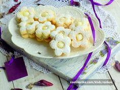 Linecké těsto ozvláštněné jogurtem získá příjemnou vláčnost a společně s kokosovým krémem tvoří velmi chutnou kombinaci.. Zkuste toto nezvyklé pečivo právě tyto Vánoce. Čas přípravy:1 h Porce:pro 6 osob ingredience: těsto 200 g másla 200 g cukru 2 balení vanilkového cukru 100 g strouhaného kokosu + 1 vanilkový pudink 1 prášek do pečiva 2 vejce 100 ml bílého jogurtu 450 g hladké mouky náplň 1 kokosový pudink 3 lžíce cukru 400 ml mléka zdobení 100 g moučkového cukru 1 vanilkový cukr Postup… Macaroni And Cheese, Cake Recipes, Cereal, Cooking Recipes, Sweets, Meat, Baking, Cookies, Vegetables