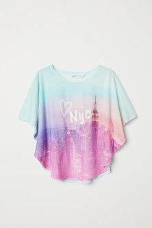 Wide top in soft, printed jersey with short, wide dolman sleeves and a rounded hem. Tween Fashion, Girls Fashion Clothes, Teen Fashion Outfits, Mode Outfits, Stylish Dresses For Girls, Kids Outfits Girls, Stylish Outfits, Cute Comfy Outfits, Cute Girl Outfits