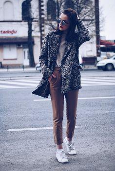 Andreea B. - Camel outfit & print coat II
