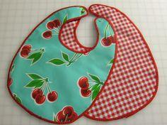 Free baby bib pattern on Craftsy.com