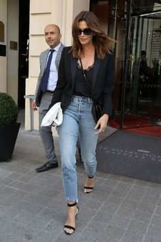 The Chicest Celebs Wear These 8 Items Nonstop Source by mehsal blazer outfit casual Outfit Jeans, Blazer Outfits Casual, Casual Summer Outfits For Women, Blazer Fashion, Jean Outfits, Work Outfits, Work Dresses, Work Attire, Fashion For Women Over 40