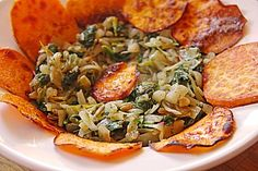 Afrikanische Gemüsepfanne mit  Süßkartoffelchips, ein beliebtes Rezept aus der…
