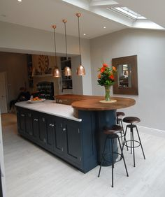 Curved Kitchen Island, Kitchen Island Dining Table, Open Plan Kitchen Dining Living, Open Plan Kitchen Diner, Living Room Kitchen, Kitchen Island Extension Ideas, Kitchen Island With Table, Contemporary Kitchen Island, Kitchen Room Design