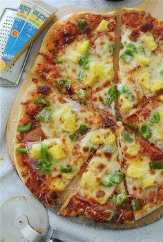 hawaiian pizza with easy beer crust.