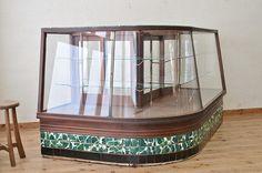 ◆アンティーク 特注タイル貼りのR型台形ガラスケース_3