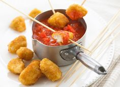 Recette de Nuggets de poulet | Recette et remède de grand mère Toddler Meals, Kids Meals, Easy Meals, Toddler Food, Chicken Nuggets, Baby Food Recipes, Chicken Recipes, Dinner Recipes, Eat Smarter