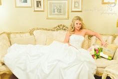 bride on couch www.staceypentlandphotography.com