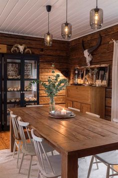 Cabin Interior Design, Interior Decorating, House Design, English Cottage Style, Log Home Interiors, Scandinavian Interior, Log Homes, Cozy House, Sweet Home