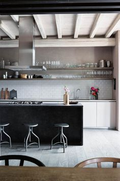 38 The Best Modern Scandinavian Kitchen Inspirations - Popy Home Modern Scandinavian Interior, Scandinavian Kitchen, Modern Interiors, Rustic Kitchen, Kitchen Dining, Dining Rooms, Country Style Living Room, Open Plan Kitchen, Kitchen Ideas