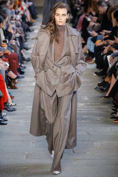 Max Mara Fall 2017 Ready-to-Wear Fashion Show -