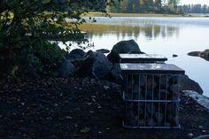 Venelaituri sai uudet kivikori -penkit. #kivikori #gabions #bench #finland #summer #lake #greendesign