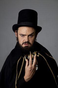 Matheus Nachtergaele como Zé do Caixão