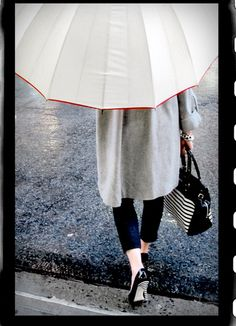 Perfectly coordinated from the top of her umbrella to the heel of her shoes.  Love it.